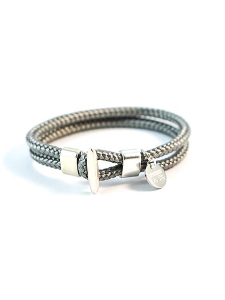 Doppelt einfarbiges Armband mit Knebelverschluss in Silber